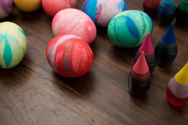 Try a new way to dye eggs! This easy riff on the standard one-color method gives eggs a multicolor pattern—without the extra hassle.