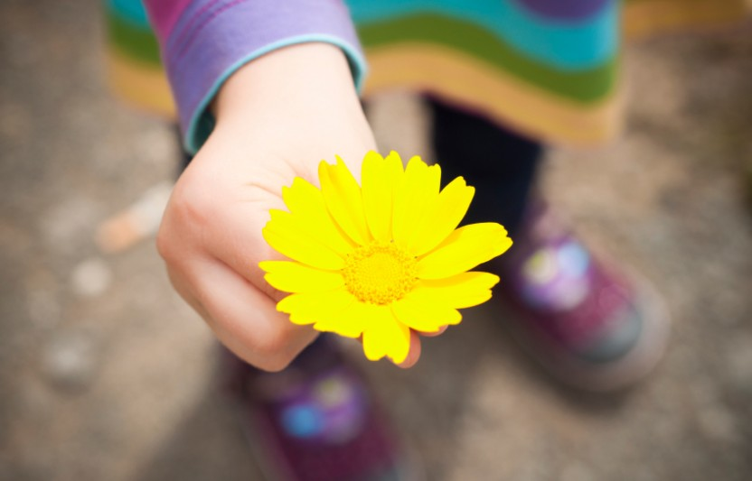 25 Totally Cool Random Acts of Kindness Your Kids Will Love to Do